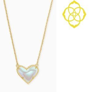 Kendra Scott ■ Ari Glass Heart Pendant Necklace